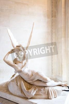 Картина Париж - 23 июня: Амур статуя 23 июня 2014 года в Париже. Статуя Психея Антонио Кановы возрождена поцелуй Амура, сначала введена в эксплуатацию в 1787 году, является примером неоклассической преданност