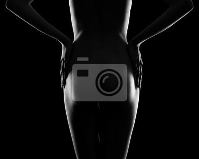 Идеальное женское тело на черном фоне