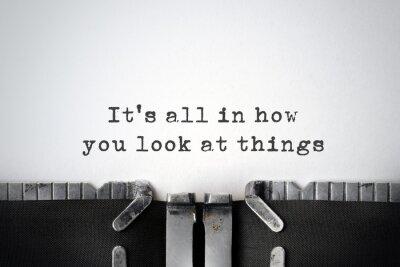 Картина Вдохновляющие цитаты напечатаны на старой пишущей машинке.