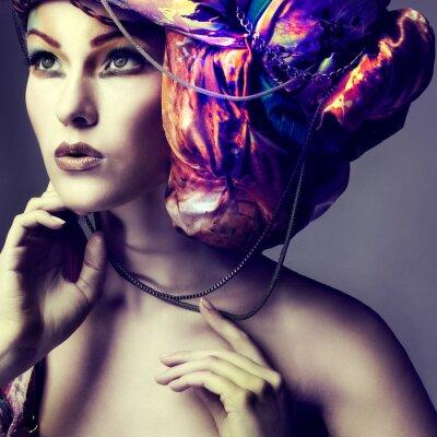 Картина Фото красивой девушки в головном уборе из цветной ткани