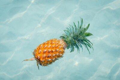Картина Ананас в воду на солнечном пляже