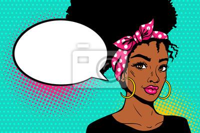 Поп-арт афро-американское женское лицо. Сексуальная молодая чернокожая женщина с афро прическа в большие серьги и пустой пузырь речи на фоне точек. Векторные яркие иллюстрации в стиле поп-арт в стиле