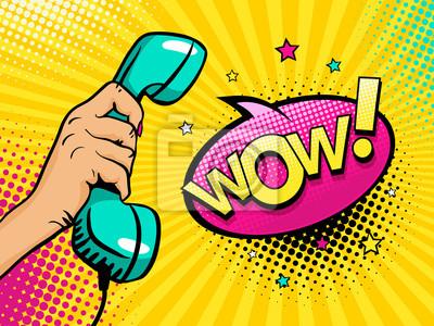 Поп арт фон с женской руки, удерживая старую телефонную трубку и Wow речи пузырь со звездами и полутонов. Вектор красочные рисованной иллюстрации в стиле ретро комикс.