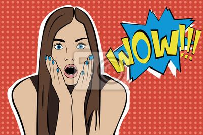 Поп-арт удивлен брюнетка женщина лицо с открытым ртом. Comic женщина с речи пузырь. Векторная иллюстрация.