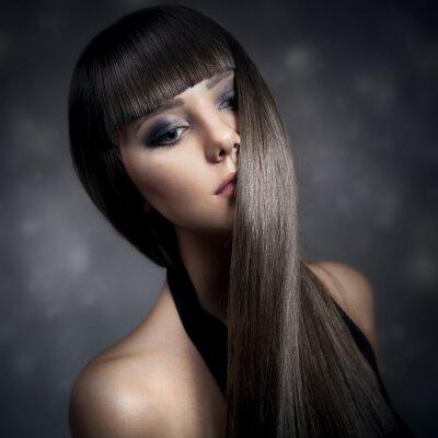 Картина Портрет красивая брюнетка с длинными прямыми волосами