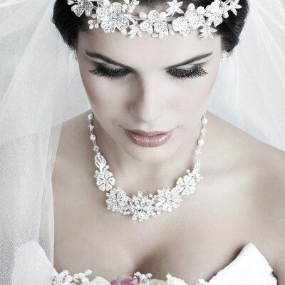 Картина Портрет красивая невеста. Свадебное платье. Свадебные украшения