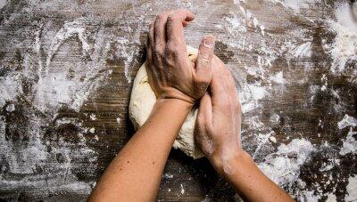 Картина Приготовление теста. Приготовление теста женские руки.
