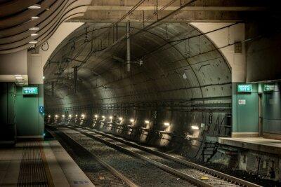 Картина железнодорожная станция и тоннель