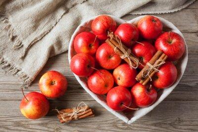 Картина Красные яблоки с корицей