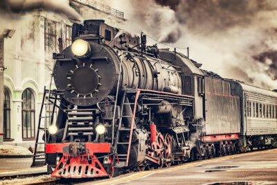 Картина Ретро паровоз отходит от станции.