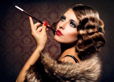 Картина Ретро женщина портрет. Красивая женщина с мундштуком