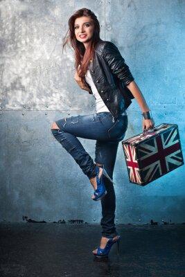 Картина Rock молодая женщина с чемодан с британским флагом