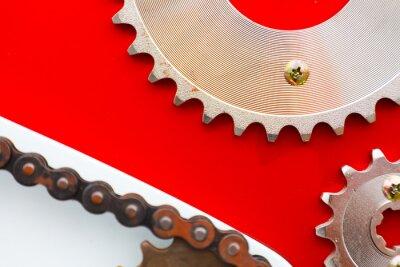 Картина Роликовые цепи с цепными колесами для мотоциклов на красном фоне