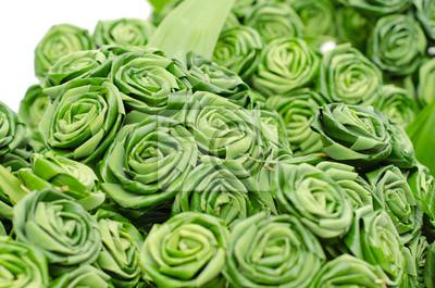 Роуз сделаны из листьев пандана