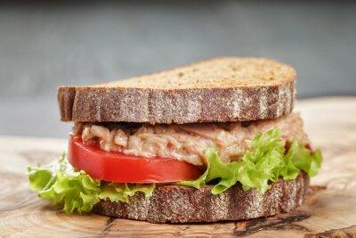 Картина Сэндвич хлеб ржаной с тунцом и овощами