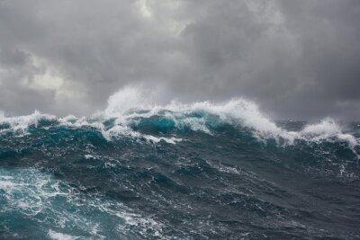 Картина морская волна во время шторма в Атлантическом океане
