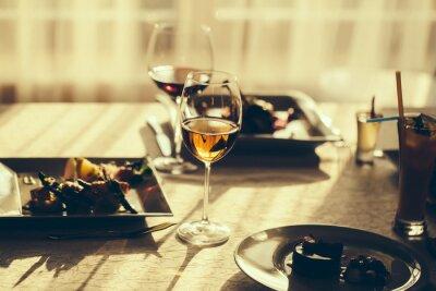 Картина Подается блюдо и вино