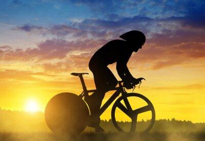 Картина Силуэт велосипедиста на дороге гоночный велосипед на закате.