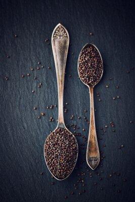 Картина Простой натюрморт с черными семенами горчицы