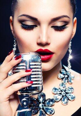 Картина Певица Женщина с Ретро микрофон. Vintage Style
