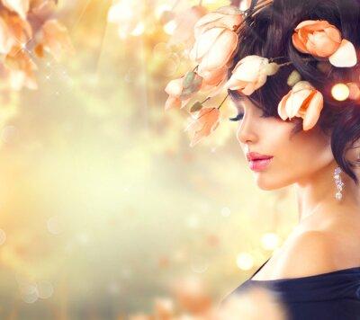 Картина Весенняя женщина с цветами магнолии в волосах