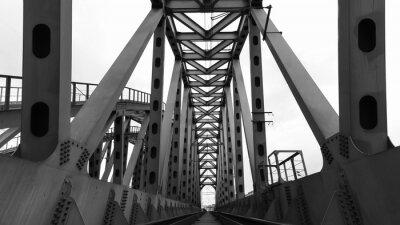 Картина стальной железнодорожный мост