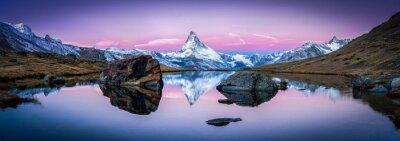 Картина Stellisee в Швейцарии с Маттерхорн в фоновом режиме Панорама