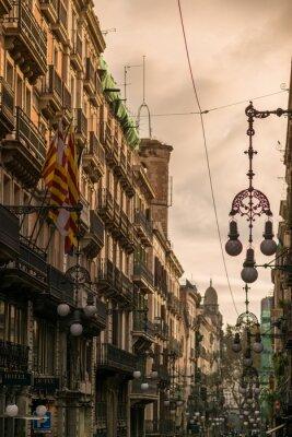 Картина Улица в Барселоне со многими уличными фонарями