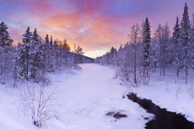 Картина Восход солнца над рекой зимой возле Леви, в финской Лапландии