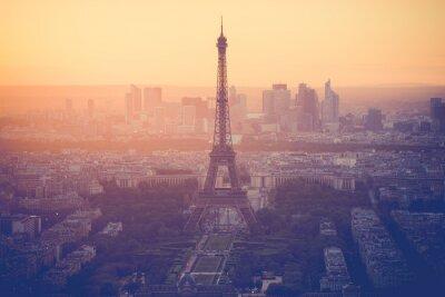 Картина Закат на Эйфелевой башне в Париже с классическим фильтром