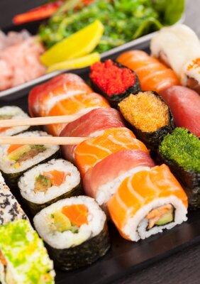 Картина суши с палочками для еды кусочки