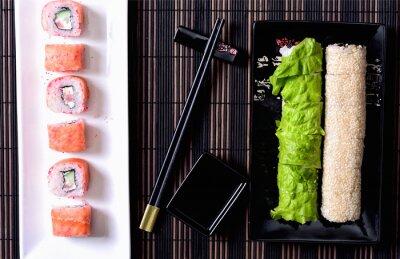 Картина Суши-роллы на блюде