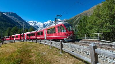 Картина Швейцарский горный поезд Бернина Экспресс пересек Альпы