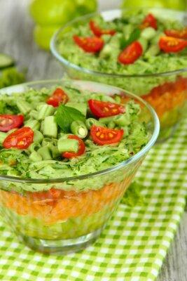 Картина Вкусный салат со свежими овощами на деревянный стол