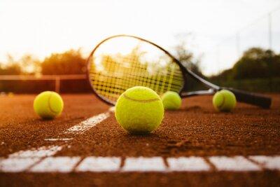 Картина Теннисные мячи с ракеткой на глине суд