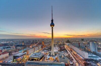 Картина Знаменитая телевизионная башня в Берлине на закате