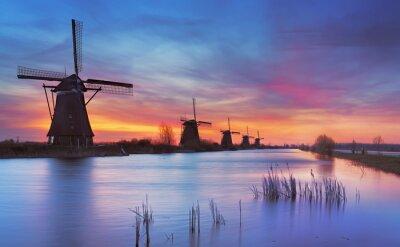 Картина Традиционные ветряные мельницы на рассвете, Киндердейк, Нидерланды
