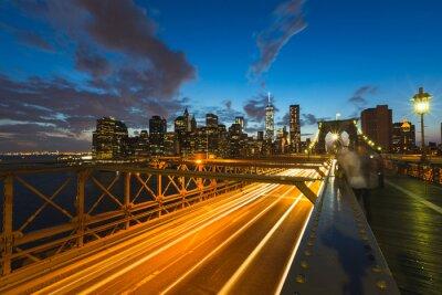 Картина Движение на Бруклинский мост в Нью-Йорке в сумерках