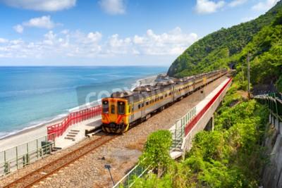 Картина Поезд приближается к станции Дуолянг в Тайтуне, Тайвань