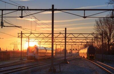 Картина Поезда, станции во время зимнего рассвета.