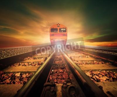 Картина поезда на стыке железной дороги трек в поездах станции снова красивый свет солнца установить небо использовать для наземного транспорта и логистики промышленности фон, фон, копия пространства темы