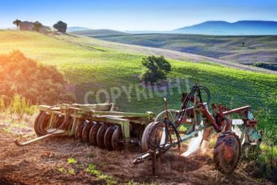 Картина Тоскана пейзаж на рассвете. Ретро, старые сельскохозяйственные машины на тосканских холмах. Италия