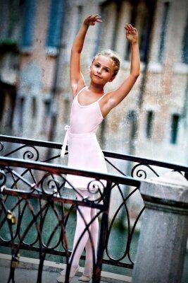 Картина Венеция, Италия - прекрасная балерина на мосту в Венеции