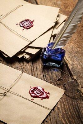 Картина Урожай письма с красной герметика и очки