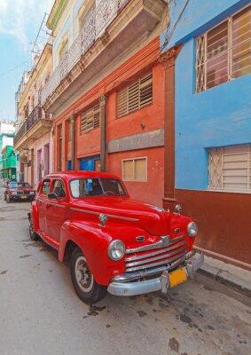Картина Урожай красный автомобиль на улице старого города, Гавана, Куба