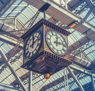 Картина Старинные часы станция