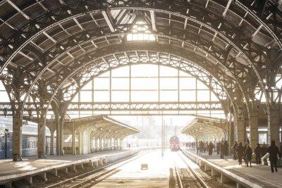 Картина Старинная железнодорожная станция с металлической крышей