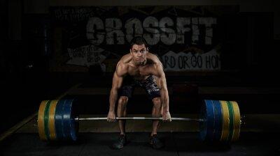Картина Гиревой спорт. Спорт. Endurance. Мышечная голый по пояс спортсмен подъема тяжелых штангой в тренажерном зале.