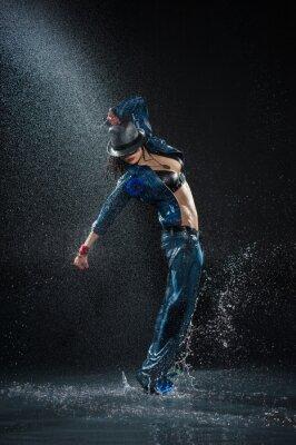 Картина Мокрый танцующая женщина. Студия фото