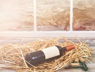 Картина Окно свет на бутылку вина отдыхает в соломе